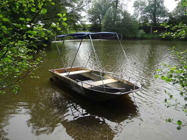 Lightwheight boat
